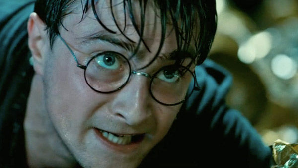 11film_harry_potter_deathly_hallows_2_daniel_radcliffe_intense_closeup