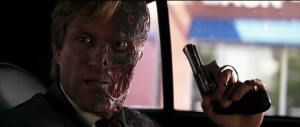 -Harvey-Dent-Two-Face-The-Dark-Knight-Screencaps-harvey-dent-13409511-1266-536