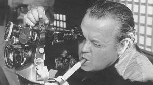 Orson-welles-filmando-con-puro-y-camara