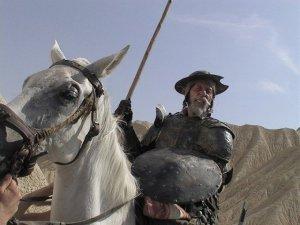 lost-in-la-mancha-2002-002-quixote-horseback-00m-sgl